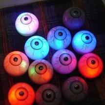 光る眼球.jpg